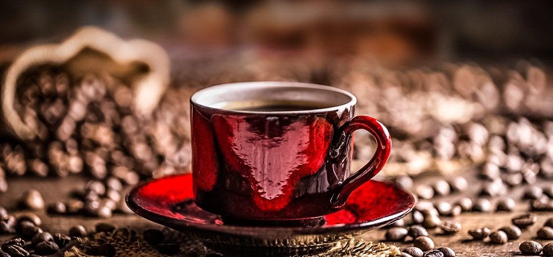 cafe, granos de café, cafe lavazza, taza de cafe con granos de cafe, todo para café, fanaticos del cafe